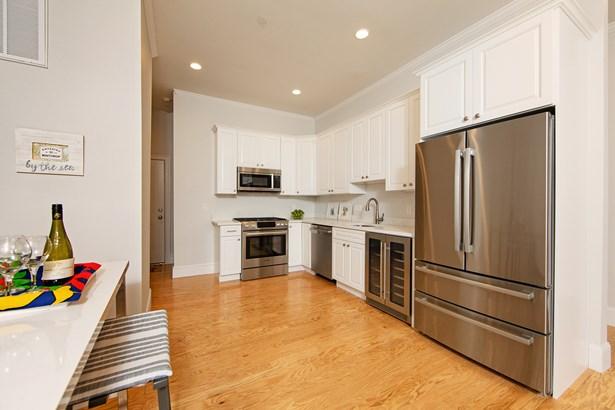 142 Pleasant Street 9, Winthrop, MA - USA (photo 5)