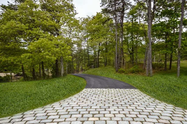 315-325  Baxters Neck Road, Marstons Mills, MA - USA (photo 4)