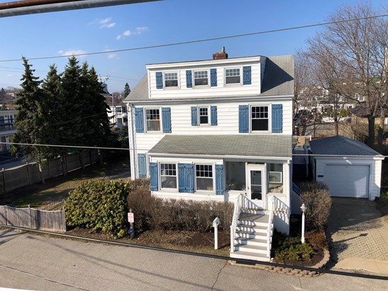 Single Family Residence, Colonial - Old Orchard Beach, ME