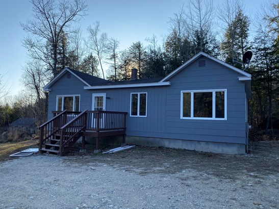 Single Family Residence, Ranch - Livermore, ME