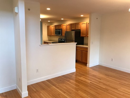 Condo, Multi-Level,Townhouse - Berwick, ME (photo 4)