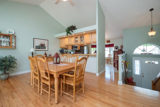Duplex,Raised Ranch,Walkout Lower Level, Condo - East Kingston, NH (photo 4)
