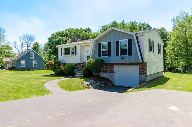 Split Level, Single Family - Londonderry, NH (photo 1)
