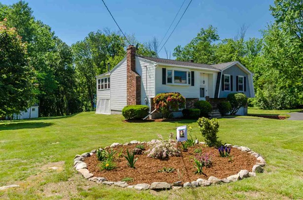 Split Level, Single Family - Londonderry, NH (photo 3)