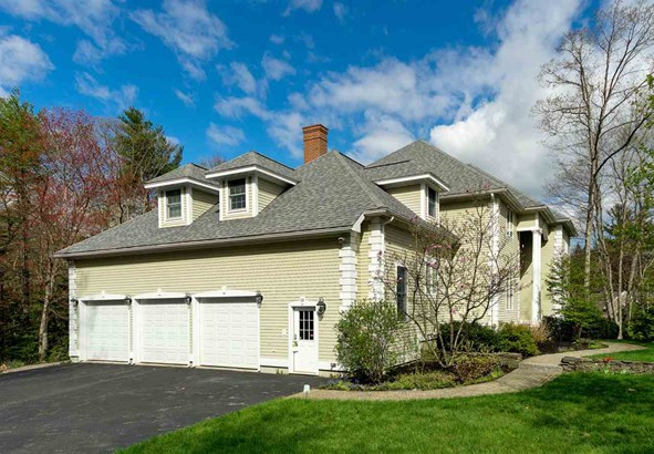 Colonial,Contemporary, Single Family - Stratham, NH (photo 4)