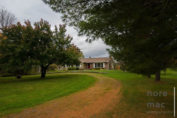 Ranch, Single Family - Colebrook, NH (photo 2)
