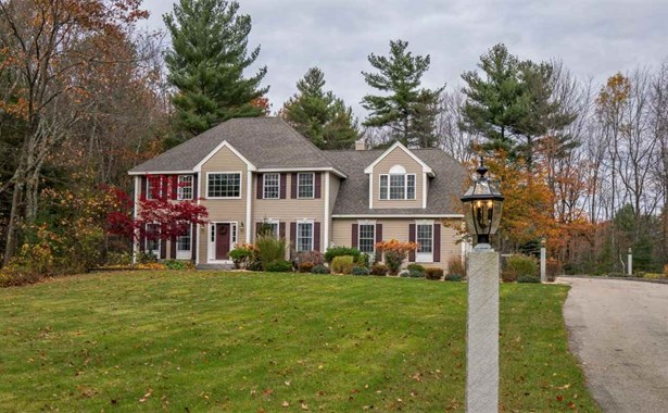 Colonial,Contemporary, Single Family - Manchester, NH (photo 1)
