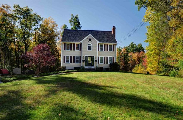 Colonial, Single Family - Hampstead, NH (photo 3)