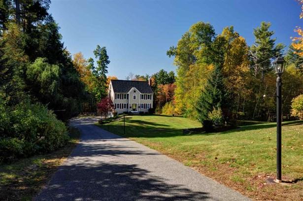 Colonial, Single Family - Hampstead, NH (photo 4)