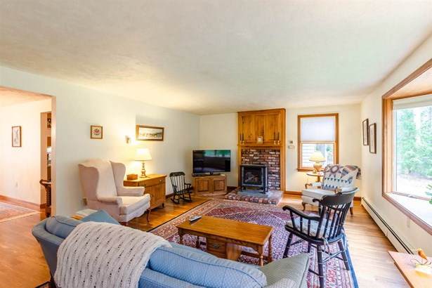 Cape, Single Family - Mont Vernon, NH (photo 5)