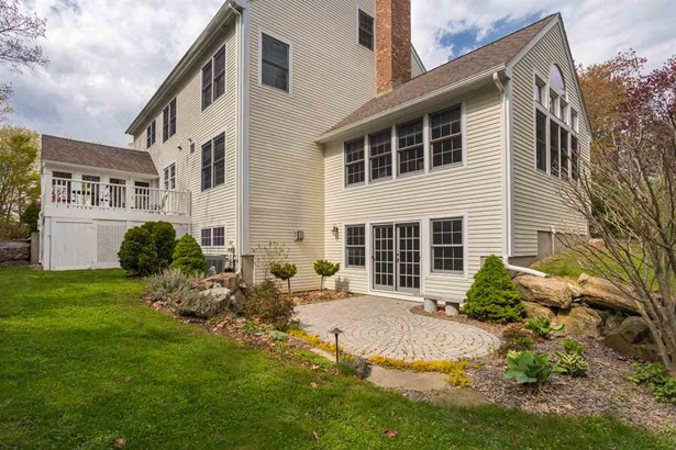 Colonial, Single Family - Portsmouth, NH (photo 3)
