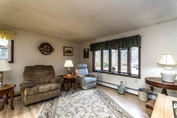Raised Ranch, Single Family - Rochester, NH (photo 3)