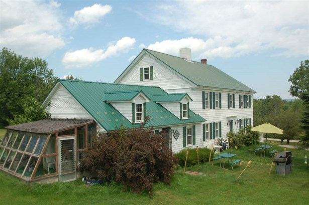 Colonial, Single Family - Farmington, NH (photo 2)