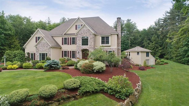 Single Family, Colonial,Contemporary,Walkout Lower Level - Bedford, NH