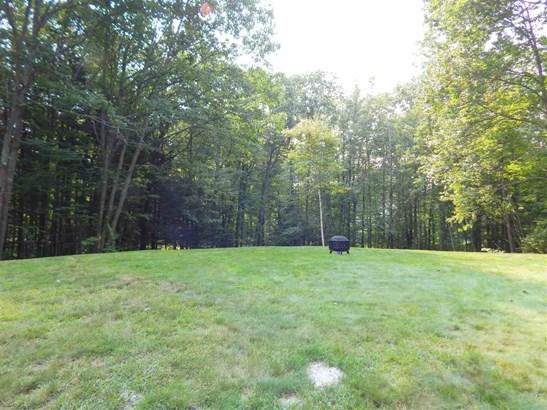 Raised Ranch, Single Family - Madbury, NH (photo 4)