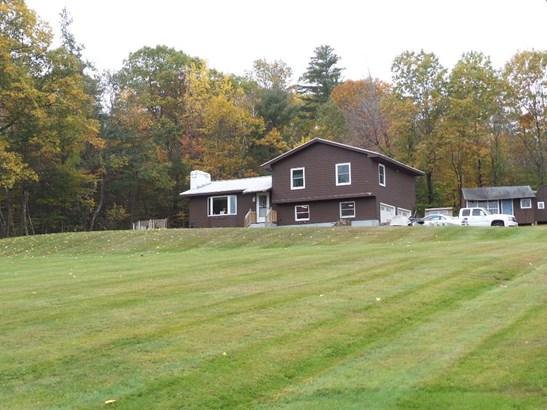 Tri-Level, Single Family - Northfield, NH (photo 2)