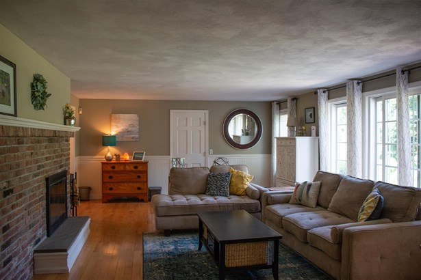 Cape, Single Family - Pelham, NH (photo 5)
