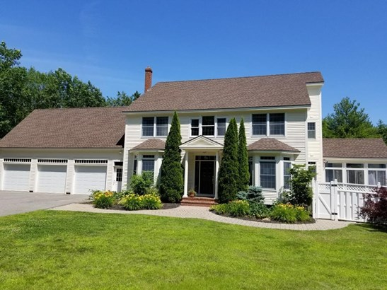 Single Family Residence, Colonial - Falmouth, ME