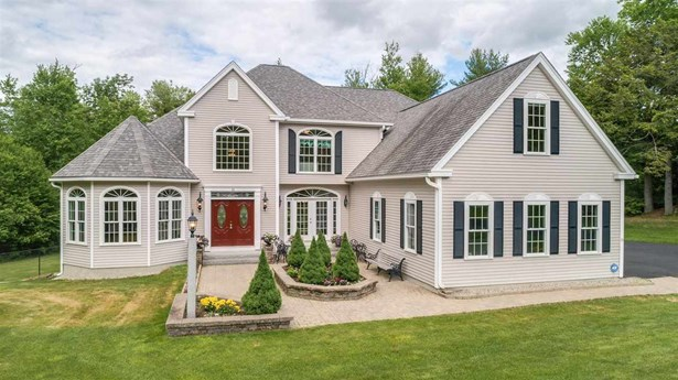 Single Family, Colonial,Contemporary,Walkout Lower Level - New Boston, NH
