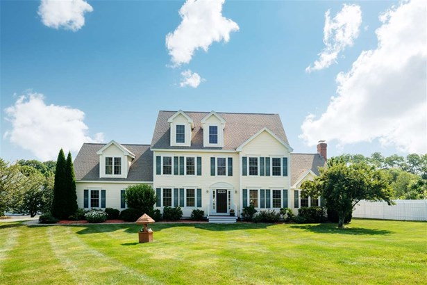 Colonial, Single Family - Stratham, NH (photo 1)
