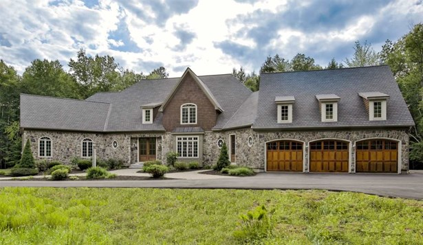 Cape,Contemporary,Walkout Lower Level, Single Family - Bedford, NH (photo 1)