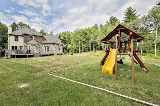 Cape,Contemporary,Walkout Lower Level, Single Family - Bedford, NH (photo 4)