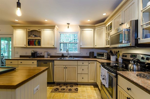 Colonial, Single Family - Amherst, NH (photo 5)
