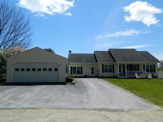 Ranch, Single Family - Tilton, NH (photo 2)