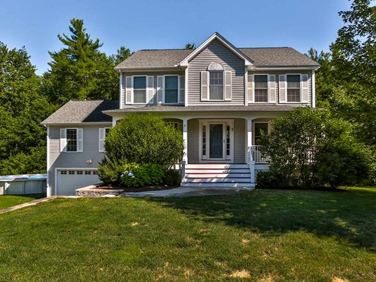 Colonial,Walkout Lower Level, Single Family - Nashua, NH (photo 1)