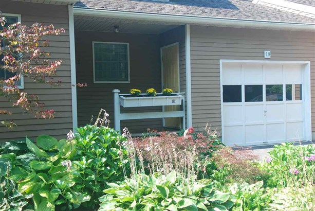Townhouse, Condo - Lee, NH (photo 2)