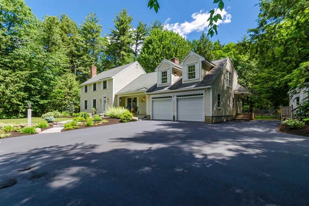 Colonial, Single Family - Bedford, NH (photo 5)