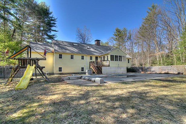 Cape, Single Family - Bedford, NH (photo 2)
