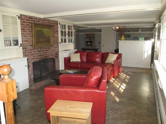 Raised Ranch, Single Family - Amherst, NH (photo 2)