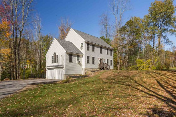 Colonial, Single Family - Epping, NH (photo 2)