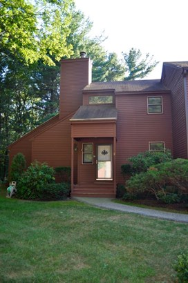 End Unit, Condo - Stratham, NH (photo 2)