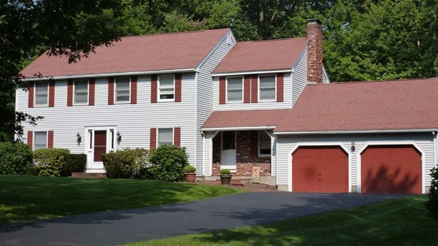 Colonial, Single Family - Hampstead, NH (photo 1)