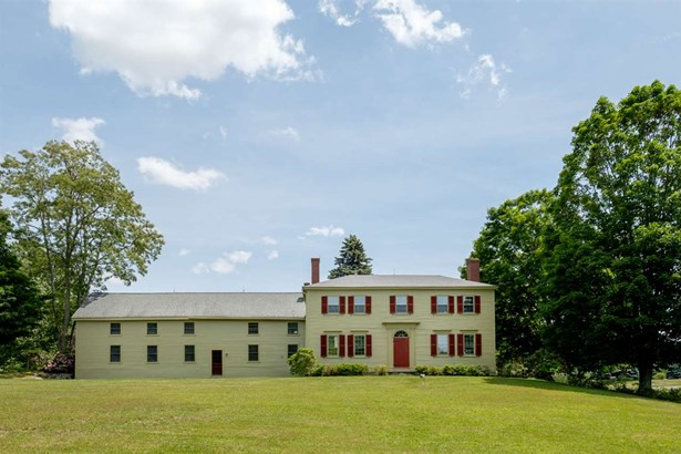 Colonial, Single Family - Stratham, NH (photo 3)
