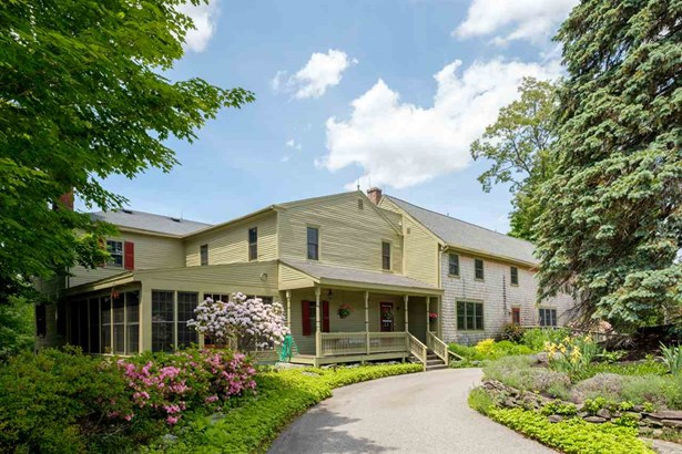 Colonial, Single Family - Stratham, NH (photo 5)