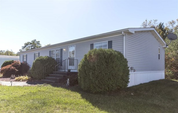 Mobile Home, Double Wide - Raymond, NH (photo 3)