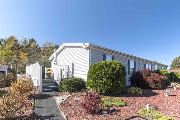 Mobile Home, Double Wide - Raymond, NH (photo 5)