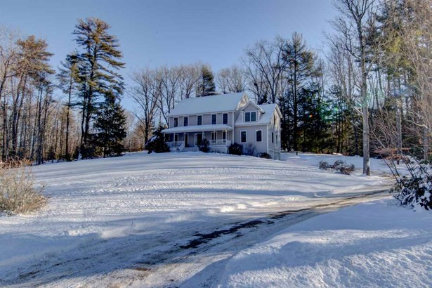 Colonial, Single Family - Brentwood, NH (photo 5)