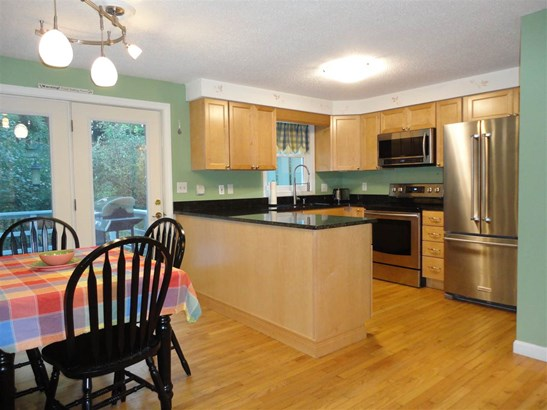 Townhouse, Condo - Milford, NH (photo 2)