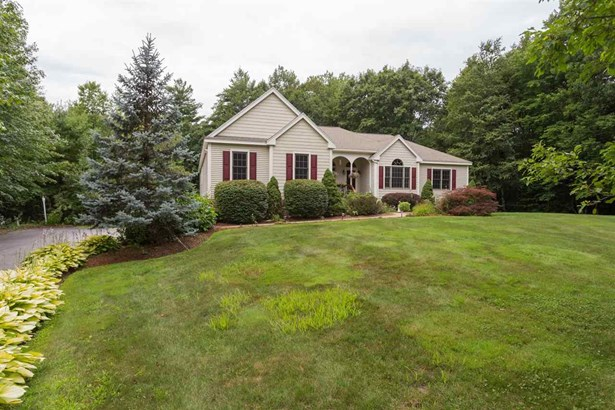 Ranch, Single Family - Brentwood, NH (photo 2)