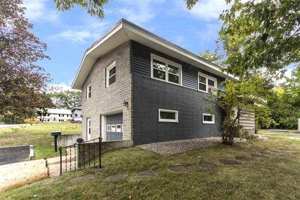 Split Level, Single Family - Rochester, NH (photo 1)