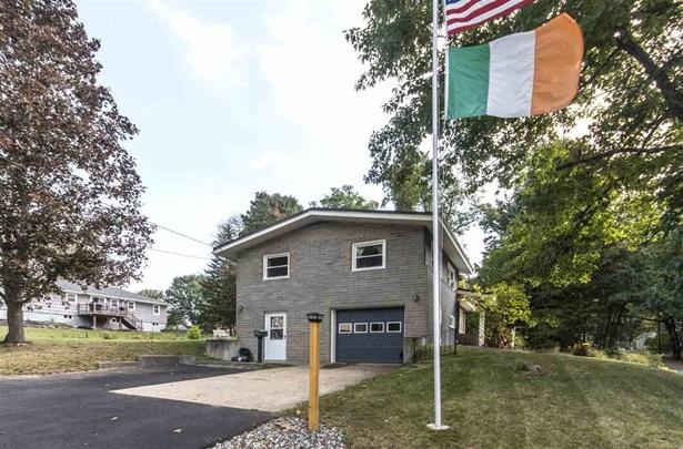 Split Level, Single Family - Rochester, NH (photo 3)