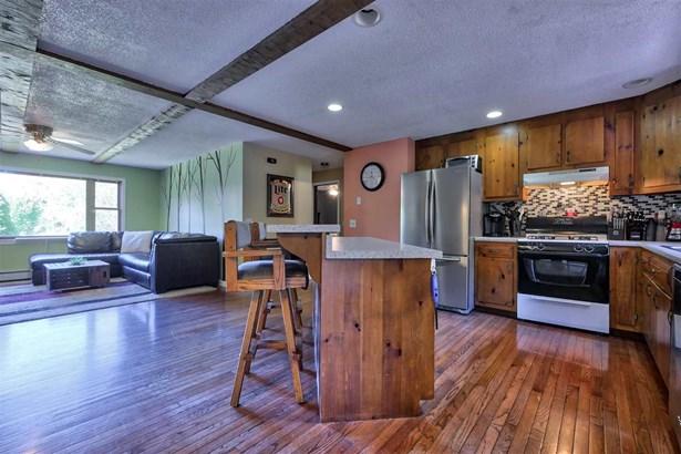 Ranch,Walkout Lower Level, Single Family - Bennington, NH (photo 4)