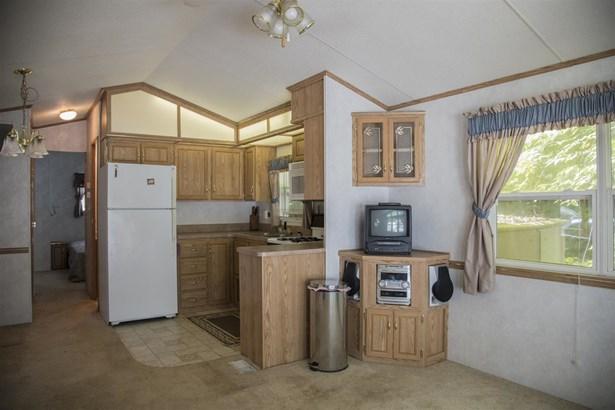 Mobile Home, Single Wide - Moultonborough, NH (photo 4)