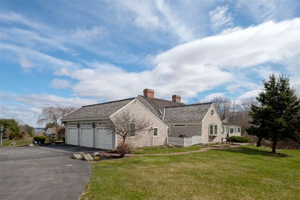 Cape, Single Family - Stratham, NH (photo 2)