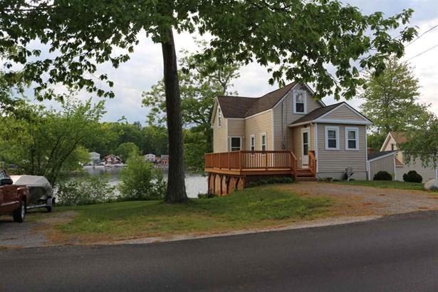 Contemporary,Conversion,Walkout Lower Level, Single Family - Salem, NH (photo 1)