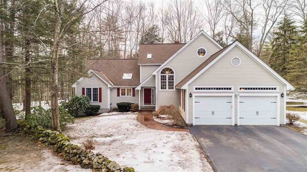 Contemporary,Walkout Lower Level, Single Family - Bedford, NH (photo 1)